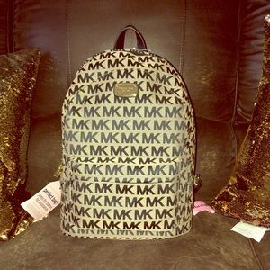 💯 auctentic Michael kors Backpack